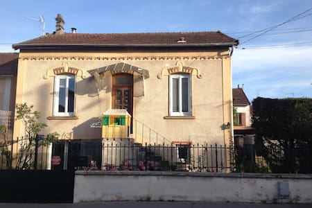 Locations de vacances chalon sur sa ne airbnb for Location maison chalon sur saone
