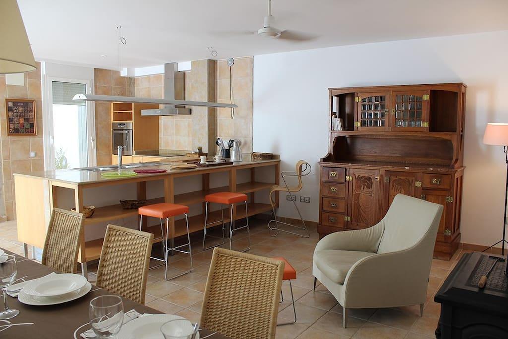 Comedor con vistas a la cocina
