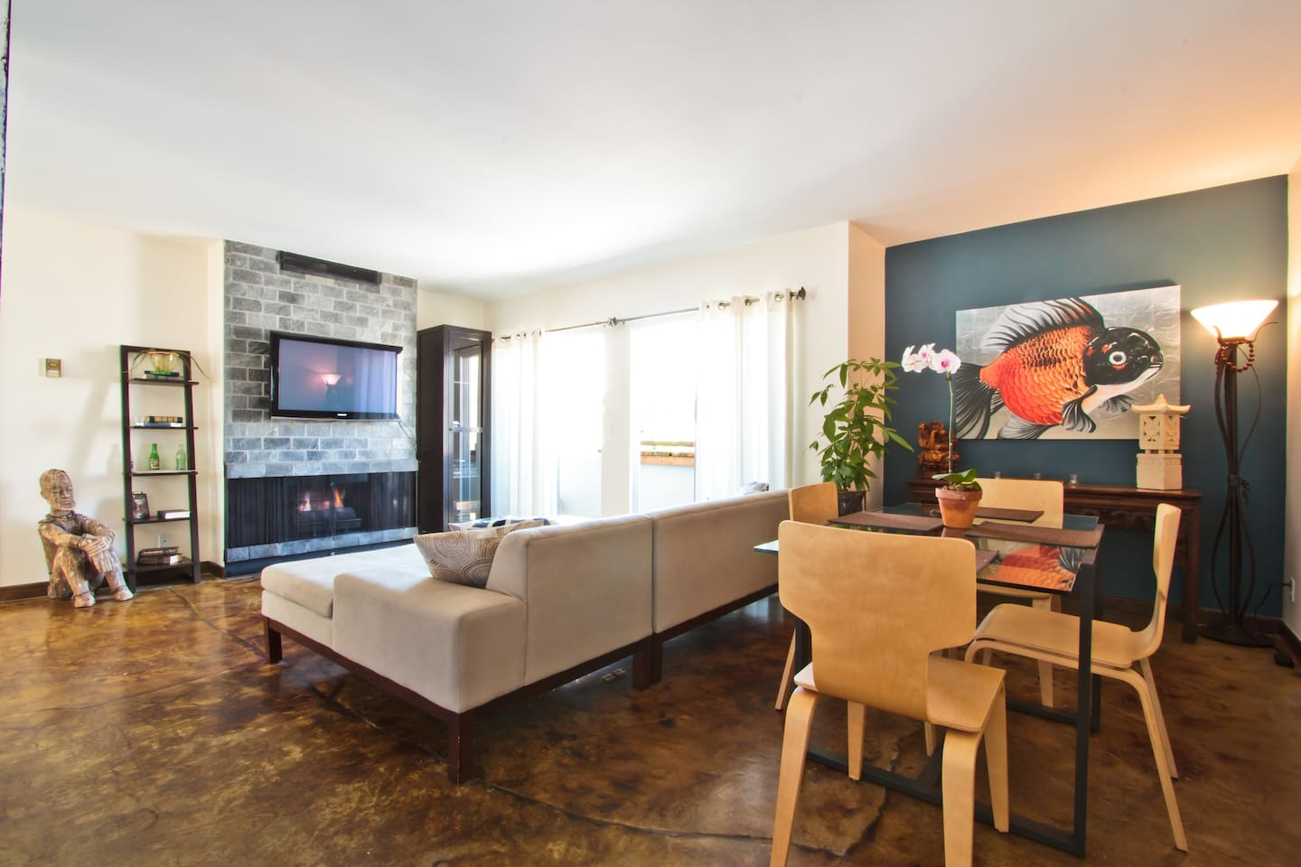 "Designer furnishings with a 42"" Samsung TV (+ HBO, Showtime), dining area, and private balcony."