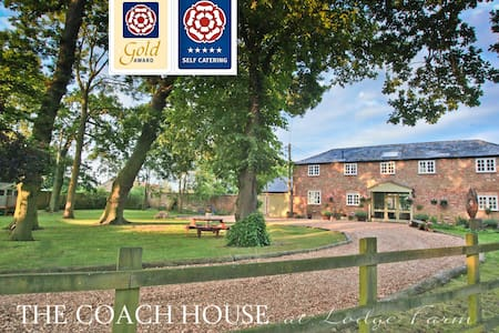 5* GOLD AWARD Georgian Coach House - Hilgay