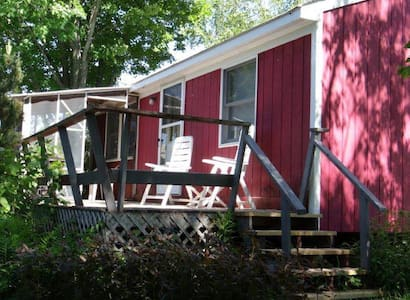 Pink Lady, Riverside Cabin - Kabin