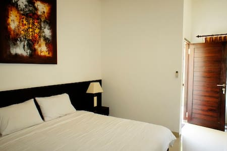 Walk to Jimbaran beach room #4 - South Kuta - Appartamento