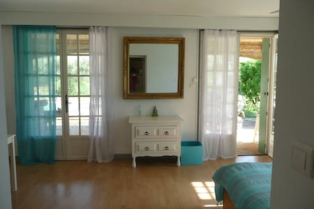 Room at the countryside in Nîmes. - Nimes - Dom