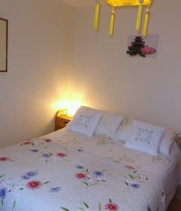 Orchid Room at Le Castel Enchanté - Penzion (B&B)