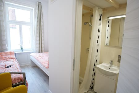 Cosy room, own bathroom CENTER MB