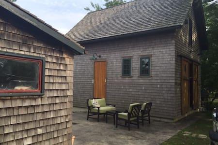 Studio apt in newly built barn - Oak Bluffs - House