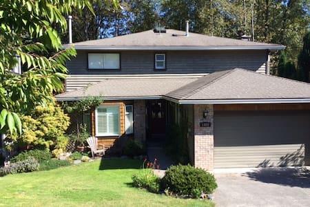 2 bedroom basement, Deep Cove, North Vancouver - Seluruh Lantai