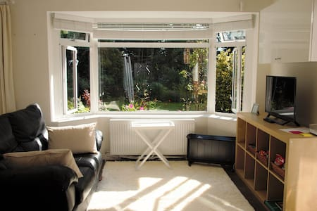 Self contained flat/annexe near Woking / Guildford - Lakás