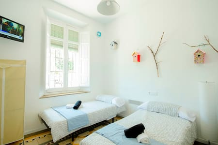 Private room in village, 300m of Beach, terrace: 1 - Malaga