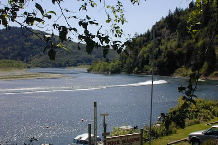 Four Seasons RV Resort Rogue River Guest House - Gold Beach