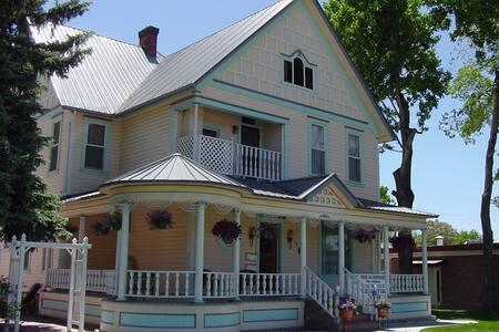 Historic Retreat - Rumah