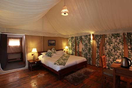 Queens Meadows Resort-Luxury Tent - Ranikhet Range - Sátor