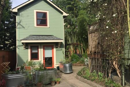 Bamboo Garden Apt in Irvington - Portland - House