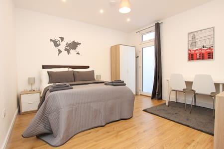 Nice & Equipped Double Bedroom in Dollis Hill! BR2 - Londres - Maison