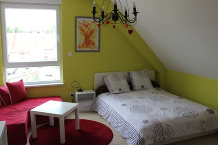 Superbe chambre moderne et cosy avec salle de bain - Bed & Breakfast