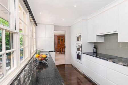 Quiet cul-de-sac, spacious room with bathroom - Beecroft - Haus