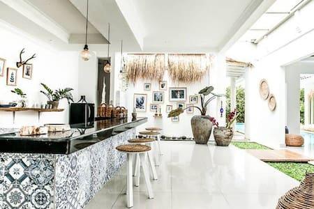 CANGGU BEACHFRONT/CASA OCEAN VIEW 4 - Villa