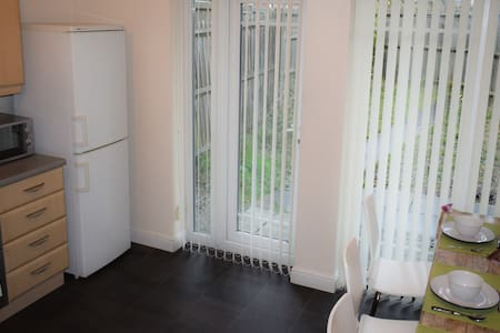 4 Bedroom House Flexible Stay City Location - Stretford