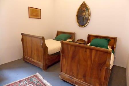 la chambre du sénateur -  Edon - Villa