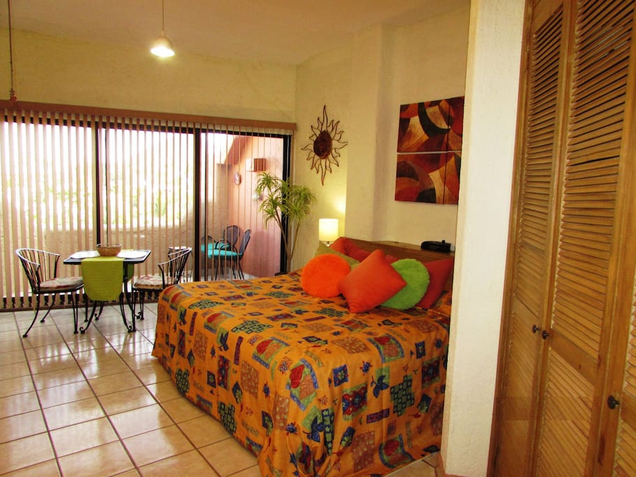 KING SIZE BED STUDIO NEAR THE BEACH
