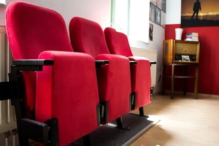CityCentre: 70qm Kino-Wohnung
