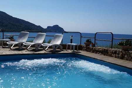 Cefalù LUXURY:MaxJacuzzi on the sea