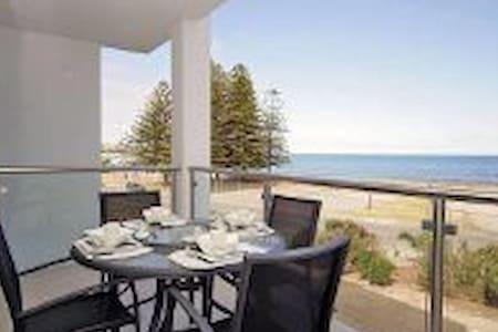 LUXURY OCEAN VIEW APARTMENT - Hindmarsh Rd, Victor Harbor SA 5211, Australia - Huoneisto