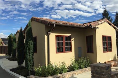Alamo Retreat: private guesthouse - Dom