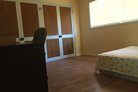 Room M1 near Redmond town center - Redmond - Casa