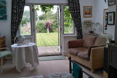 Large en-suite room in Walmer, Sea 15 mins walk - House