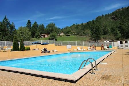 Gîtes avec piscine en provence - Almhütte