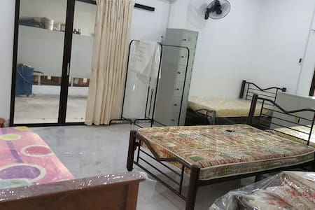 Single/double/family room in rawang - Ház