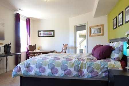 Big, Sunny Room, Hot Tub - Anacortes