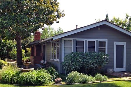 Spacious Los Altos guest cottage