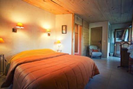 LE GRAND MENASSON - chambre d'Hôtes - Bed & Breakfast