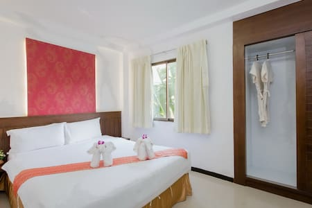 (y) st queen sea front + pool - Patong - Bed & Breakfast