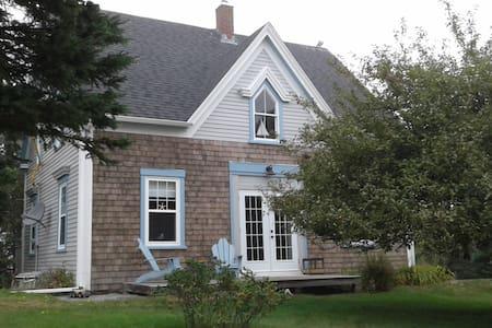 Honeysuckle Cottage - LaHave