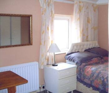 Double room in quiet cul-de-sac - Casa