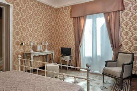 Palazzo Bella Room Glicine - Campobello di Licata - House