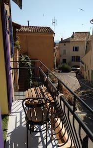 Centre médiéval, 2 pièces, internet - Roquebrune-sur-Argens