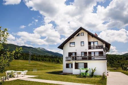 HOUSE PLJEŠEVICA - room LIKA - Kapela Korenička - Haus