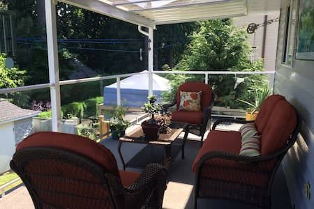 Clean & cozy 3 BR, in upscale area