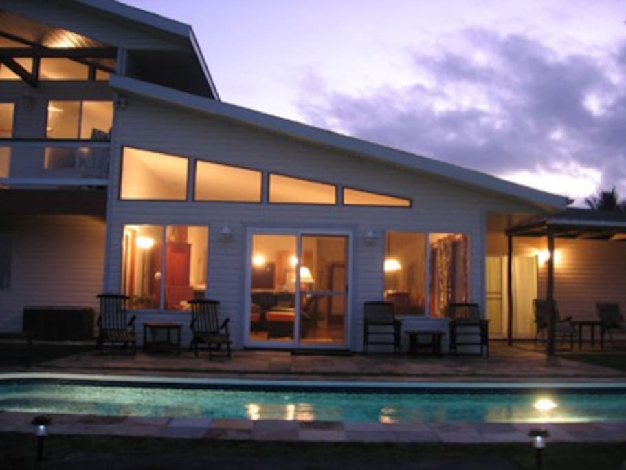 Glamorous evenings in paradise by the pool at Hale Mar.