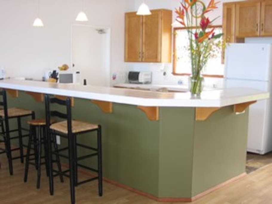 Hale Mar's modern kitchen is fully equipped.
