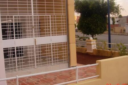 2 chambres + salon + terrasse