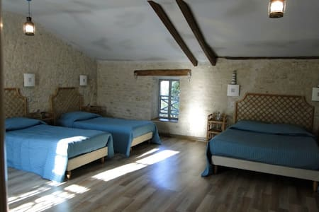 La Charmentaise Chambre Les Embruns - Andilly - Bed & Breakfast
