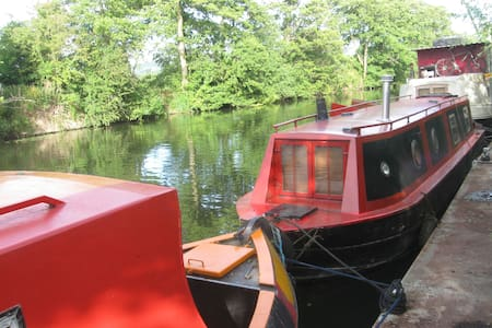 Small, cosy narrowboat in country! - Boat