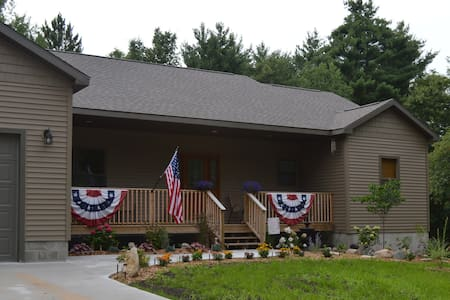 Comfy sanctuary in a serene setting - Ludington - Bed & Breakfast