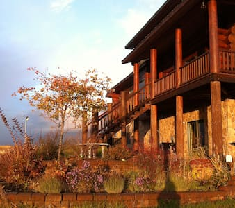 Cedar Lodge on Texas Ridge - Bed & Breakfast