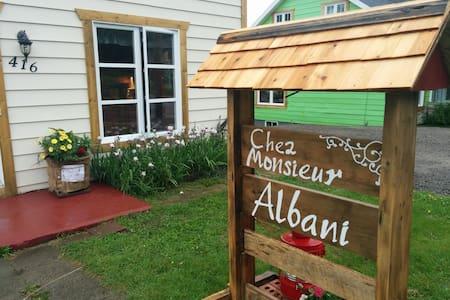 Chez Monsieur Albani (La Éliott) - Ház